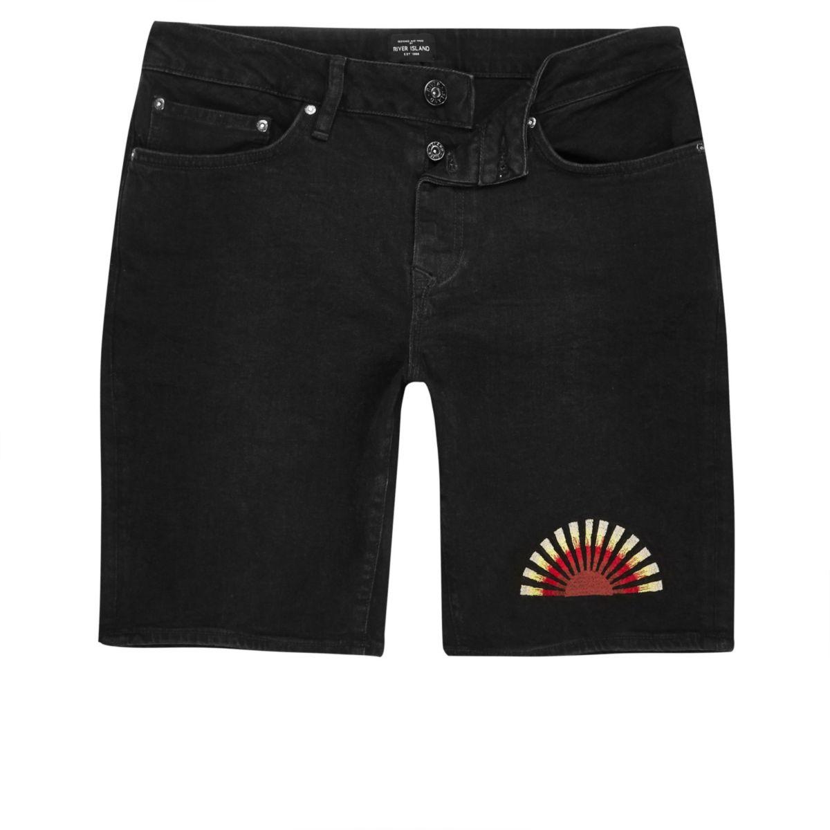 Schwarze, schmale Shorts mit Sonnenstickerei