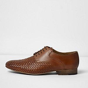 Chaussures fauves tressées à lacets