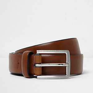Tan brown leather look belt