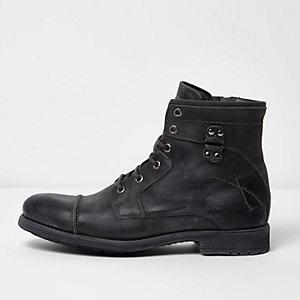 Zwarte leren schoenen in legerlook