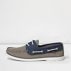 Chaussures bateau grises et bleues