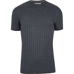 T-shirt en grosse maille côtelée bleu foncé coupe près du corps