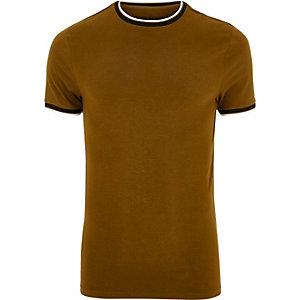Braunes Muscle Fit T-Shirt mit Ringerrücken