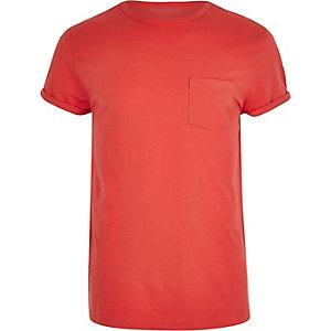 Koraalrood T-shirt met opgerolde mouwen