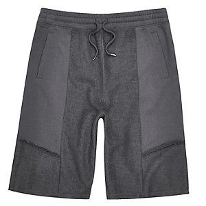 Graue Feld-Shorts