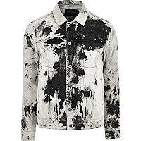 Jeansjacke in Schwarzweiß und Acid-Waschung