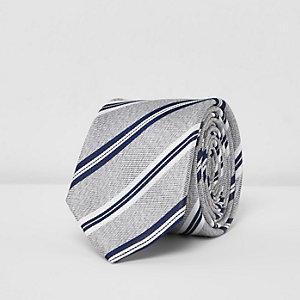 Cravate en soie rayée grise