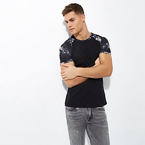 Black muscle fit raglan print T-shirt