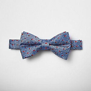 Rote, gepunktete Krawatte