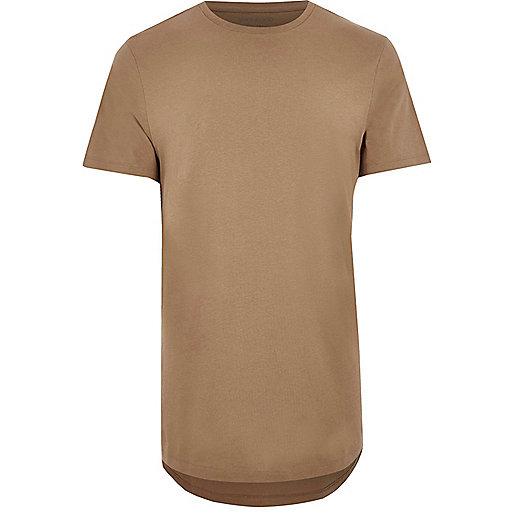Langes, hellbraunes T-Shirt mit abgerundetem Saum