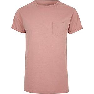 Lichtroze T-shirt met opgerolde mouwen