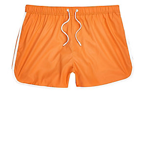 Short de bain orange coupe courte