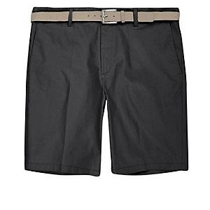Dunkelgraue Slim Fit Shorts mit Gürtel