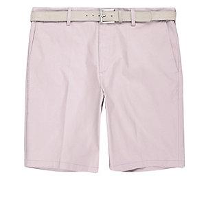 Slim Fit Shorts in Hellrosa mit Gürtel