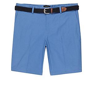 Blaue Slim Fit Shorts mit Gürtel