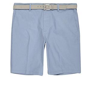 Lichtblauwe slim-fit short met riem