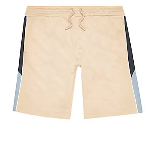 Sportliche Shorts in Camel