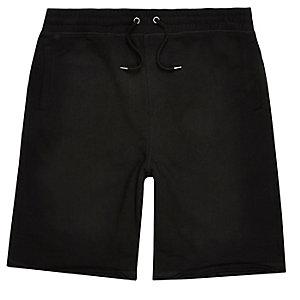 Schwarze, längere Jogging-Shorts