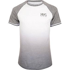Wit slim-fit T-shirt met raglanmouwen en vervaagde print