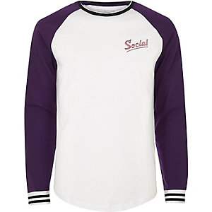 White and purple 'social' print baseball top