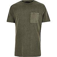 T-shirt vert kaki avec poche délavée