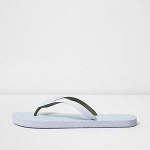 Weiße Flip-Flops