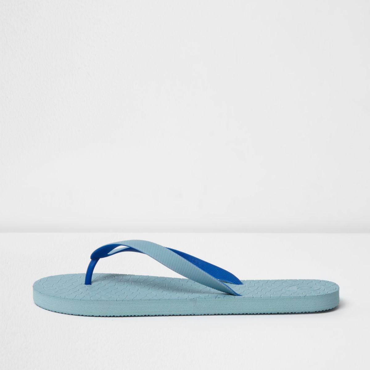 Blaue Flip-Flops