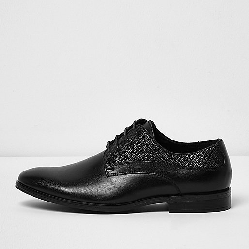 Black textured smart shoes