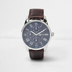 Horloge met donkerbruin bandje in leerlook