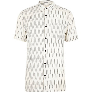Kurzärmeliges Hemd mit Kontrastdruck in Ecru