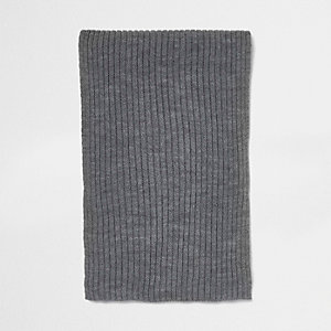 Grey ribbed knit scarf