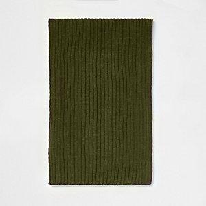 Groene gebreide sjaal met ribbels
