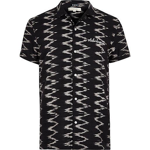 Black zig zag print short sleeve shirt