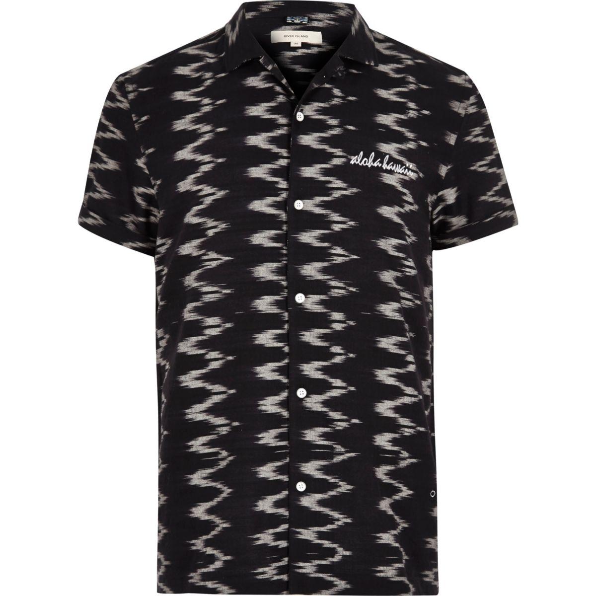 Chemise imprimé zigzags noire à manches courtes