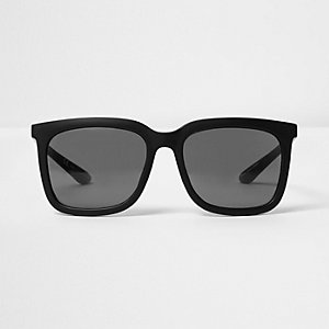 Black large retro sunglasses