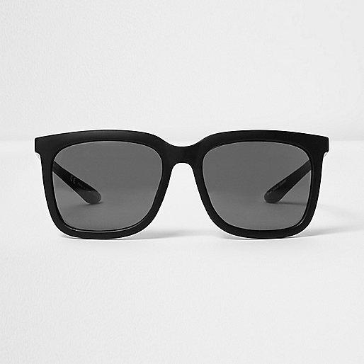 Black large retro sunglasses