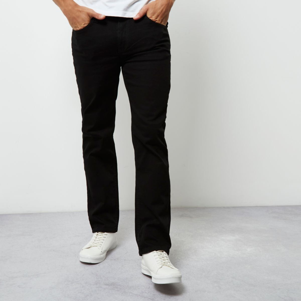 Men's straight leg jeans Our most popular style for men, the straight leg jean sits comfortably on the waist and is cut straight down to the hem. A contemporary option for both casual and smart occasions, this classic silhouette is available in a range of black, blue and grey shades.