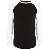 Schwarzes T-Shirt mit langen Raglanärmeln