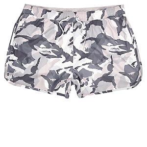 Pinke Badeshorts mit Camouflage-Muster