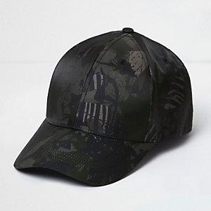 Dunkelgrüne Kappe mit Tropenmuster