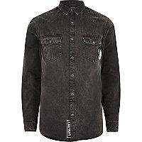 Chemise en jean noire style western avec écussons