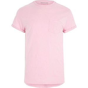 T-shirt rose clair avec poche poitrine et manches retroussées