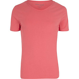 Red scoop V-neck muscle fit T-shirt