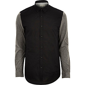 Schwarzes Oxford-Hemd mit Kontrastärmeln