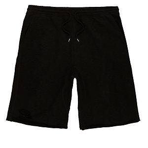 Schwarze Shorts im Used-Looks