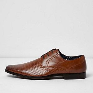 Hellbraune, elegante Schuhe mit Prägung
