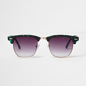 Green tortoiseshell retro sunglasses
