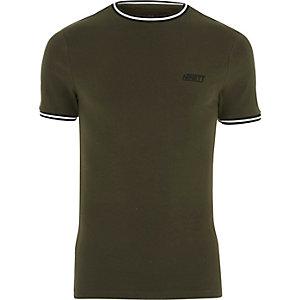 Kakigroen sportief aansluitend T-shirt