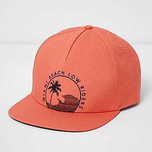Oranje pet met 'Miami Beach'-print en platte klep
