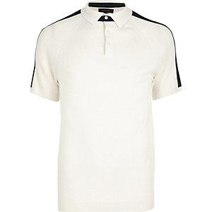 Weißes Polohemd mit Raglan-Ärmeln